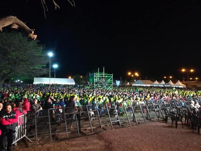 festival_bandera_encuentro_gente