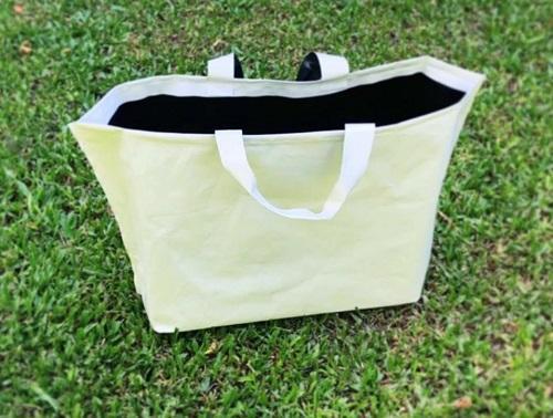 reciclan-bolsas-para-crear-mochilas-carteras