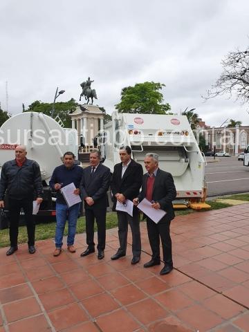intendentes-reciben-camion-recolector-sgo19