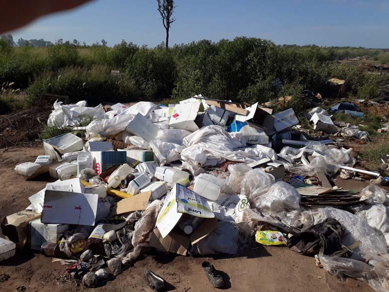 Todavía quedan depositados en el basural bidones de agroquimicos que no han sido quemados
