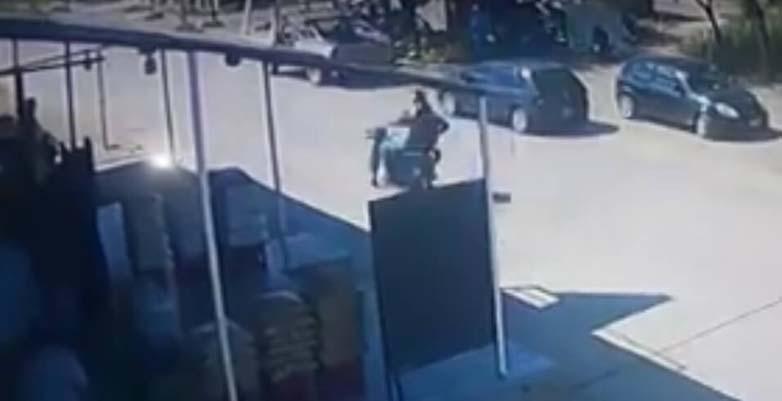 moto atropella peaton aña