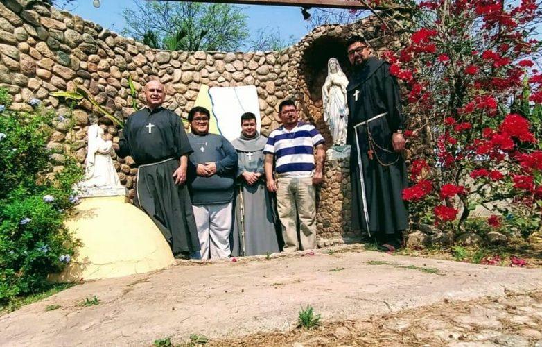 Franciscanos de la Cruz Blanca