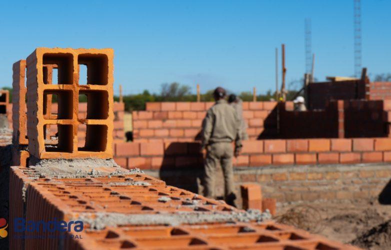 el-intendente-guillermo-novara-recorrio-las-obras-del-nuevo-colegio-sanchez-barquet-2