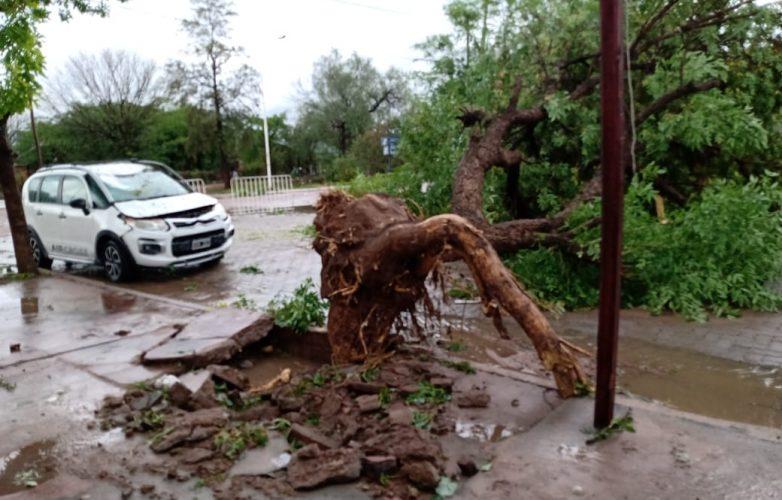 imagenes-impactantes-del-temporal-de-viento-y-lluvia-en-sumampa-3