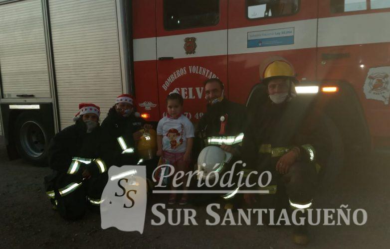 yuliana-conocio-a-los-bomberos-deseo-navideno-cumplido-1
