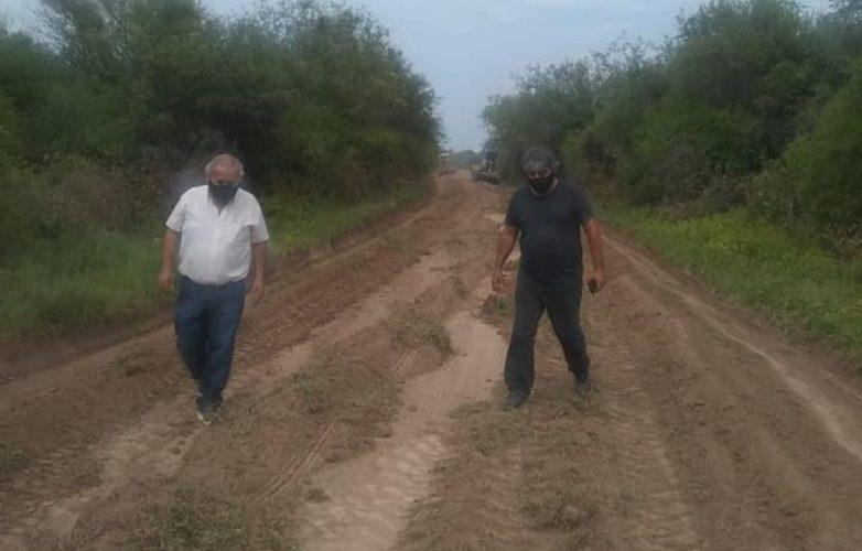 el-municipio-de-herrera-trabaja-sobre-caminos-vecinales
