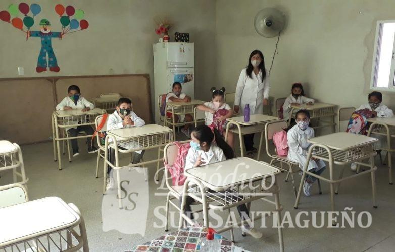 quimili-muestras-de-alegria-en-los-alumnos-al-retornar-las-clases-presenciales-2