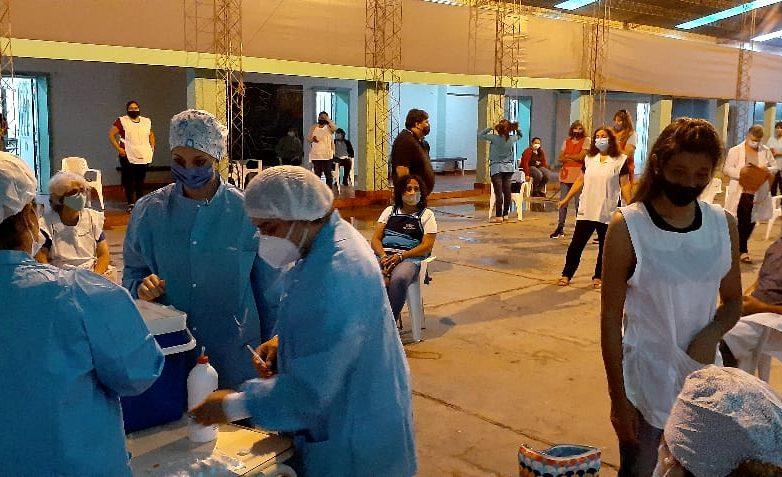 selva-se-realizo-la-vacunacion-contra-covid-19-a-docentes-2